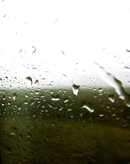 Wassertropfen auf Glas in Irland
